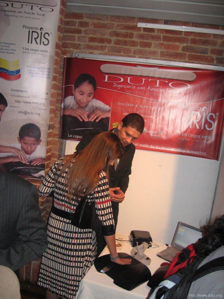 VENTURES_Explicando_Stand2