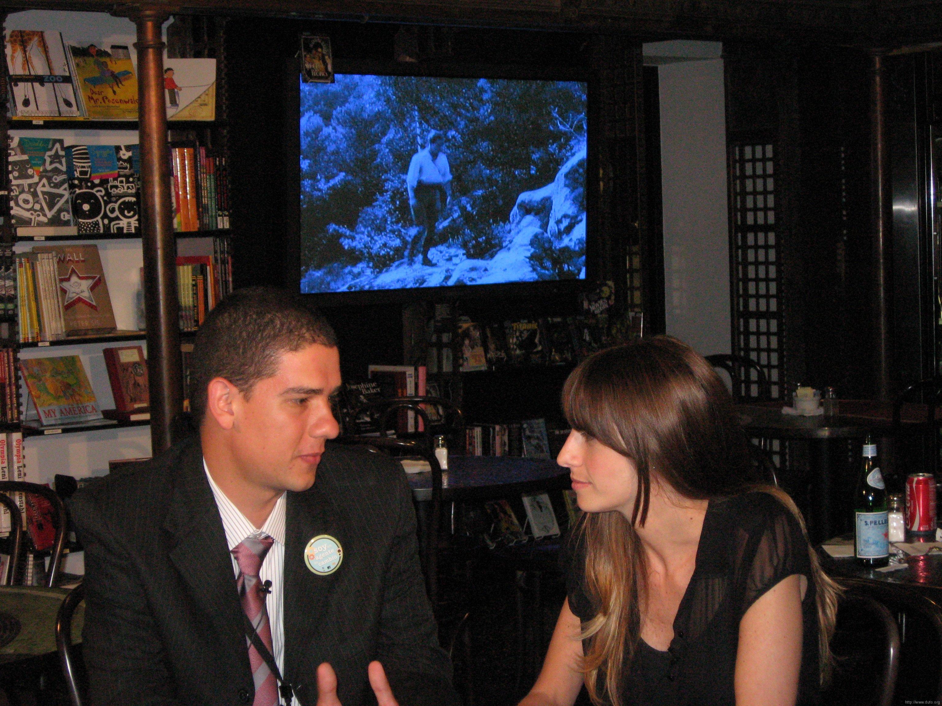 Entrevista-MTV-Ilana-John2