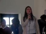 Lina contando un cuento con los niños